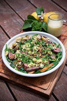 Venison, Pear and Blue Cheese Salad | MiNDFOOD