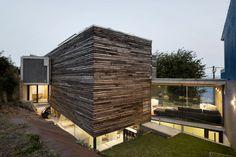 Sustainable and Spectacular: Dezanove House by Iñaki Leite