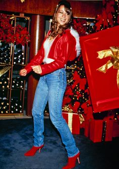 Literally Everything You Could Ever Want to Know About Mariah Carey's 'All I Want for Christmas Is You' Mariah Carey Music, Mariah Carey 1990, Mariah Carey Pictures, Mariah Carey Butterfly, Queen Mimi, Mariah Carey Christmas, All I Want For Christmas, Christmas Bunny, Christmas Holidays