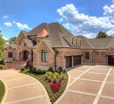 Love this house and how the driveway is set up. You get an area to park and a half-moon turn-around