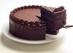 Pastel de chocolate, bañado en chocolate, relleno de chocolate...sin palabras...