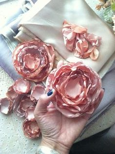 Learn how to make these gorgeous satinfabric flowers step by step                     What you need :   Different size of Glasses   Can...