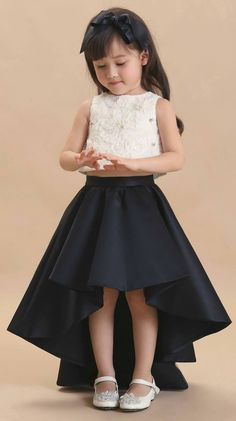 lucu dan imut in 2020 Baby Girl Party Dresses, Party Wear Dresses, Little Girl Dresses, Girls Dresses Sewing, Toddler Girl Dresses, Girls Frock Design, Baby Dress Design, Kids Dress Wear, Kids Gown