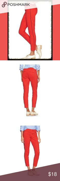 """Gap Red Khakis Skimmer Pants Blue Piping 2 NWT $55 Banded waist, button closure, zip fly, welt in front and back. Sits at waist with a shorter length. Super skinny through hips and thighs. Slim leg opening. Inseam: 28"""" NWT $54.95   ***BUY 3 or more items and GET 20% OFF TOTAL PRICE. Plus, pay Shipping for only 1! Thx :) GAP Pants Skinny"""