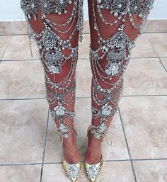 In love with my new shoes and leg jewelry Style Hippy, My Style, Jewelry Accessories, Fashion Accessories, Fashion Jewelry, Jolie Lingerie, Body Jewellery, Bra Jewelry, Best Diamond