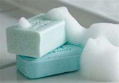 Zelf zeep maken ouderwets ,het is juist heel leuk om te doen - Plazilla.com Homemade Beauty, Diy Beauty, Savon Soap, Soaps, Soap Making Recipes, Bath Soap, Home Made Soap, My Favorite Color, Bath And Body