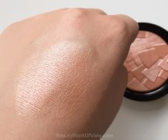 Anastasia Beverly Hills llluminator in Peach Nectar - review and swatches #anastasiabeverlyhills #abh #makeup #beauty