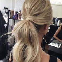 Hair Inspo • We love this look for the modern bride! • image via @ohhellohair #janehill #wedding #bridal #weddinghair #beauty #weddingbeauty #weddingday #realbride