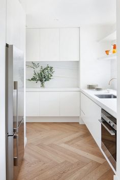 Home Decoration Plants Local Australian Home Interior Design Toorak Residence Designed By Hecker Guthrie 13 - The Local Project.Home Decoration Plants Local Australian Home Interior Design Toorak Residence Designed By Hecker Guthrie 13 - The Local Project Australian Interior Design, Australian Homes, Australian Home Decor, Modern Kitchen Design, Interior Design Kitchen, Modern Kitchen Renovation, Kitchen Contemporary, Simple Interior, Contemporary Interior