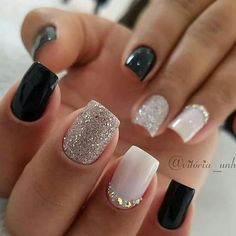 The advantage of the gel is that it allows you to enjoy your French manicure for a long time. There are four different ways to make a French manicure on gel nails. Gel Uv Nails, Nude Nails, Pink Nails, Glitter Nails, My Nails, Nail Nail, Girls Nails, Coffin Nails, French Acrylic Nails