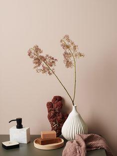 Interior Design For Living Room Boho Interior, Colorful Furniture, Wall Color, Decor Design, Peach Bedroom, Wall Colors, Flower Vases, Color, Deco