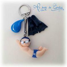 Porte-clés natation (nageur, palmes, goutte d'eau) en fimo