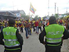 Na fronteira com a Colômbia, torcida faz carreata após vitória do Brasil.Em Leticia, um grupo se concentra próximo à barreira (Foto: Filipe Augusto, especial para o G1 AM)