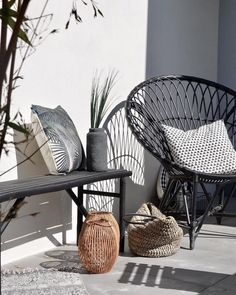 Holidays on Balkonien destination outdoor oasis! Home sweet home While others line up at the checkin you've got it is part of Outdoor furniture sets - Outdoor Furniture Design, Balcony Furniture, Garden Furniture, Rustic Furniture, Furniture Ideas, Modern Furniture, Antique Furniture, Furniture Layout, Porch Chairs