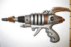A Ray gun Worthy of Flash Gordon. Steampunk Weapons, Sci Fi Weapons, Retro Robot, Retro Toys, Comics Vintage, Vintage Toys, Atomic Punk, Space Toys, Vintage Space