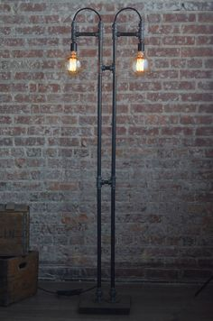 This kind of photo most certainly is an inspirational and splendid idea Industrial Style Floor Lamp, Industrial Light Fixtures, Industrial Pipe, Industrial Lighting, Pipe Lighting, Cool Lighting, Edison Lampe, Steampunk Lamp, Iron Pipe