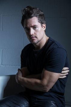 With Old Hollywood good looks, charisma and down to earth charm, Alexander Dreymon, star of The Last Kingdom, is indeed the last of his kind. Beautiful Boys, Gorgeous Men, Beautiful People, Pretty People, Uhtred Von Bebbanburg, Divas, Alexander Dreymon, The Last Kingdom, Cute Guys