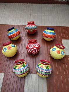 Cd Crafts, Diy Craft Projects, Handmade Crafts, Kalash Decoration, Diya Decoration Ideas, Fabric Canvas Art, Fabric Painting, Pottery Painting Designs, Pottery Designs