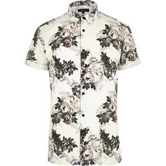 River Island Ecru floral short sleeve shirt (1.775 RUB) ❤ liked on Polyvore featuring men's fashion, men's clothing, men's shirts, men's casual shirts, shirts, men, mens tall shirts, men's flower print shirt, mens button front shirts and short mens shirts