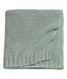 Sjekk ut dette! Et strikket pledd i bomullsblanding, delvis laget av resirkulert polyester. - Besøk hm.com for å se mer.