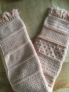 Droomdeken CAL 2016, gehaakt met Royal van Zeeman. Learn To Crochet, Diy Crochet, Crochet Crafts, Crochet Cable Stitch, Crochet Afgans, Diy And Crafts, Baby Kids, Textiles, Plaid