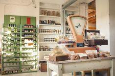 """Knehtilän luomitila Hyvinkäällä: kahvila, puoti, tilavuokraus. """"Puodissa myytävänä mm. Knehtilän luomutilan viljatuotteita, muita luomuelintarvikkeita, tuoreita kausituotteita lähituottajilta sekä laadukkaita käsitöitä ja design-tuotteita. SuperTrendikkäät MYSSY-farmin suomenlampaanvilla myssyt saaatavilla myös meiltä!"""""""