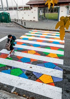 Christo Guelov llena de color los pasos de cebra de Madrid 9