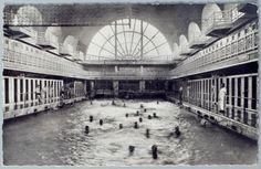 Histoire de La Piscine (Musee) - Grand bain, vue de nuit en 1932