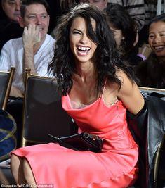 Linda: Adriana Lima provou por que ela é um dos melhores modelos da indústria na sexta-feira, como ela colocou em uma exibição verdadeiramente deslumbrante no Jason Wu AW17 showcase para New York Fashion Week