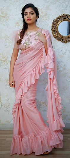 Bollywood Designer Saree with Unstitched Blouse Piece. This Product is made by well known skilled Textile Designer\ Fashion Designer from India. Fancy Sarees Party Wear, Saree Designs Party Wear, Party Sarees, Sari Blouse Designs, Saree Blouse Patterns, Sari Design, Trendy Sarees, Stylish Sarees, Indian Beauty Saree