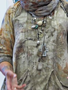 Jennifer Coyne Qudeen: Cleveland - India Flint giving a workshop- for some it is the amulet necklaces, for this pinn-er it is the well worn smock India Flint, How To Dye Fabric, Fabric Art, Dyeing Fabric, Shibori, Eco Clothing, Natural Clothing, Clothing Hacks, Fabric Manipulation