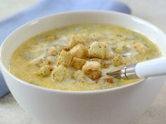 Fransk ostesuppe Bon Appetit, Cheeseburger Chowder, Gourmet Recipes, Dessert, Eat, Food, Soups, Student, Colorful