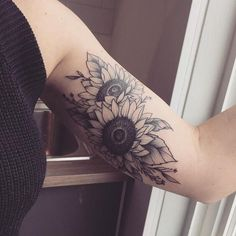 The amalgamation of two sunflowers resting close to each other in this complex sunflower tattoos for women. The two sunflowers here look like they are overlapping each other as they would in a bouquet.