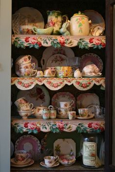 Love the use of shelf trim ~~~ would look great with my china cabinets and pink glass collection