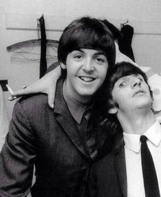 Paul McCartney and Ringo Starr. The Beatles, Beatles Band, Beatles Photos, Beatles Funny, Beatles Guitar, John Lennon, George Harrison, Great Bands, Cool Bands