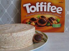 Für alle, die Toffifee mögen sei gesagt: Ihr werdet diese Eistorte lieben ! Zutaten für eine kleine Springform....
