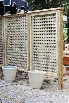 patio walls ideas - We Built a Lattice Wall in the Backyard Lattice Privacy Fence, Lattice Wall, Privacy Fence Designs, Garden Privacy, Privacy Screen Outdoor, Privacy Landscaping, Backyard Privacy, Garden Trellis, Pergola Patio