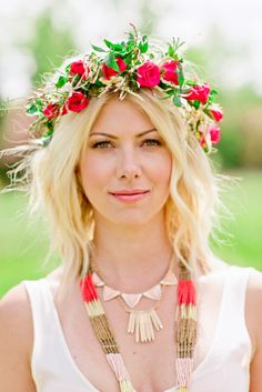 25 Refreshing Spring Entertaining Tips Boho Bridal Hair, Bridal Beauty, Bridal Style, Crown Hairstyles, Boho Hairstyles, Wedding Hairstyles, Hairdos, Floral Hair, Floral Crown