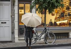 Long umbrella, parapluie long, parapluie beige, rainy outfit, tenue de pluie Long Umbrella, Beige, Rainy Outfit, Openness, Ash Beige, Beige Colour
