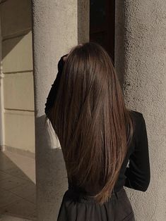 𝓔𝓶𝓶𝓪 𝓛𝓪𝓱𝓸𝓽𝓮 Yummy shades, for example caramel, are incredibly appealing, causing them to be an Hair Inspo, Hair Inspiration, New Hair, Your Hair, Dream Hair, Brunette Hair, Balayage Hair, Dark Hair, Light Brown Hair
