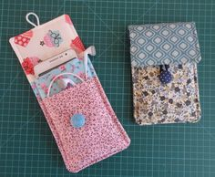 Telefoonhoesjes in alle soorteCrochet Patterns Bag love the closureGreat purses to makecan be sling bag or phone case Small Sewing Projects, Sewing Hacks, Sewing Tutorials, Sewing Patterns, Pochette Portable Couture, Fabric Crafts, Sewing Crafts, Leather Gifts, Diy Phone Case