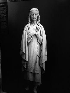 Sculpture of maria