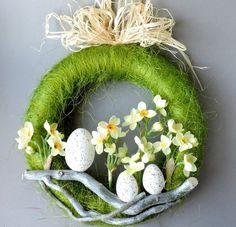 pl A wreath with a diameter of 28 cm on a polystyrene base, composed o Easter Flower Arrangements, Floral Arrangements, Easter Projects, Easter Crafts, Diy Osterschmuck, Diy Ostern, Deco Floral, Diy Easter Decorations, Valentine's Day Diy