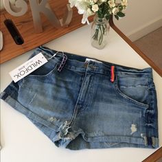NWT WILDFOX Jean Shorts - 27 Adorable stitching on the belt loops! Obsessed they're so cute!  Price Firm. No trades please, thx so much! Wildfox Shorts Jean Shorts