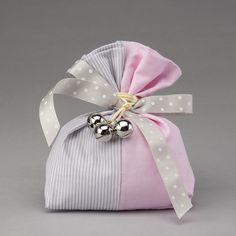 Sonaglini con sacco in cotone rosa e a righe bianche e grigie