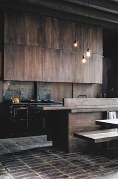 The best modern kitchen design this year. Are you looking for inspiration for your home kitchen design? Take a look at the kitchen design ideas here. There is a modern, rustic, fancy kitchen design, etc. Stylish Kitchen, New Kitchen, Kitchen Dining, Kitchen Decor, Kitchen Cabinets, Kitchen Wood, Wood Cabinets, Kitchen Modern, Masculine Kitchen