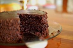 Extreme Chocolate Cake Recipe with Chocolate Frosting. Birthday cake for stephen? Köstliche Desserts, Chocolate Desserts, Delicious Desserts, Yummy Food, Chocolate Frosting, Torta Chocolate, Chocolate Fudge, Healthy Desserts, Food Cakes