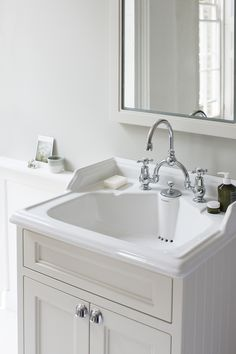 Opt for a classic basin for integrated waste & overflow with two tap holes from Burlington Bathrooms. Cosy Bathroom, Nautical Bathroom Decor, Small Bathroom, Master Bathroom, Bathroom Ideas, White Bathrooms, Luxury Bathrooms, Bathroom Inspo, Bathroom Vanity Units