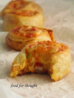 Food for thought: Πιτσάκια ρολά Pizza Rolls, Greek Recipes, Party Snacks, Food For Thought, Starters, Finger Foods, Baked Potato, Food Porn, Brunch