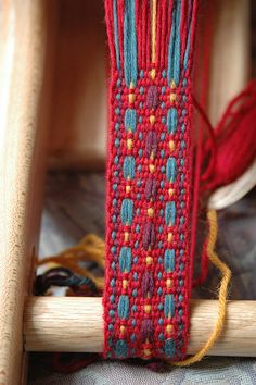 Ravelry is a community site, an organizational tool, and a yarn & pattern database for knitters and crocheters. Inkle Weaving Patterns, Loom Weaving, Loom Patterns, Card Weaving, Tablet Weaving, Weaving Machine, Inkle Loom, Fibre And Fabric, Textiles